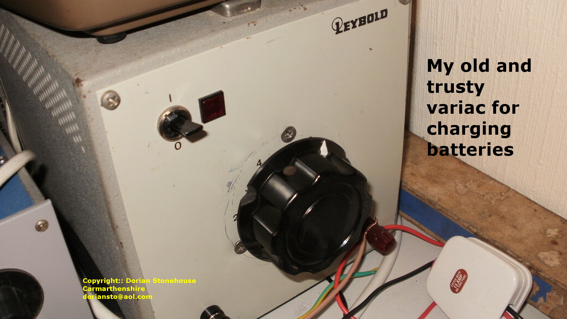 A variac transformer for connecting to the battery charger.